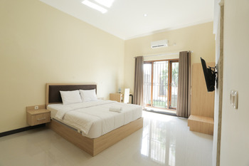 IDR Green Guest House Syariah Solo - Suite Room Basic Deal