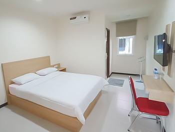 RedDoorz Syariah Plus near Tanjungpura University 2 Pontianak - RedDoorz Room LAST MINUTES