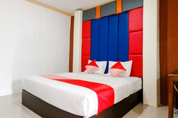 OYO 2966 Hotel Atriaz Trenggalek - Deluxe Double Room Regular Plan
