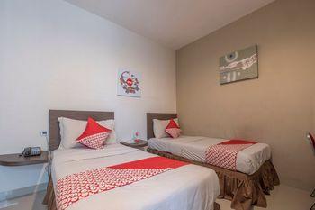 OYO 1679 Hotel Century Makassar Makassar - Deluxe Twin Room Regular Plan