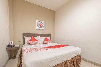 OYO 1679 Hotel Century Makassar Makassar - Standard Double Room Regular Plan
