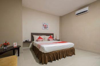 OYO 1679 Hotel Century Makassar Makassar - Suite Double Regular Plan