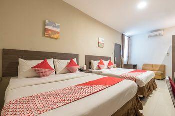 OYO 1679 Hotel Century Makassar Makassar - Suite Family Regular Plan