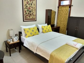 Nugraha Homestay Surabaya - Deluxe A2 Room Regular Plan