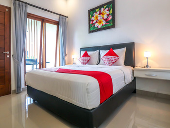 OYO 1051 De Loran Hotel Bali - Deluxe Double Room Regular Plan
