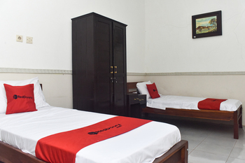 RedDoorz Syariah near Stasiun Kota Lama Malang Malang - RedDoorz Room with Breakfast  Basic Deal