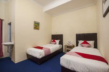 OYO 719 Penginapan Panatapan Almonsari Resort Danau Toba - Deluxe Twin Room Promotions
