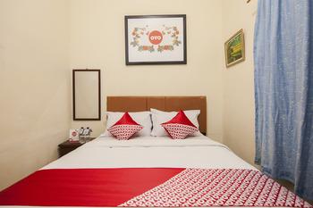 OYO 719 Penginapan Panatapan Almonsari Resort Danau Toba - Standard Double Room Last Minute