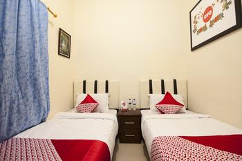 OYO 719 Penginapan Panatapan Almonsari Resort Danau Toba - Standard Twin Room Last Minute