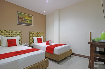 RedDoorz near UNS Solo Solo - RedDoorz Twin Room Regular Plan