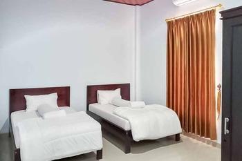 Haris Mulya Guest House (Syariah) Tanjung Jabung Barat - Deluxe Twin Room KETUPAT