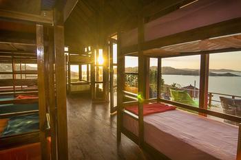 One Tree Hill Manggarai Barat - Ocean View Room untuk 8 orang 2-week Stay