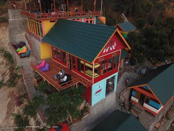 One Tree Hill Manggarai Barat - Family Room with AC 2-week Stay