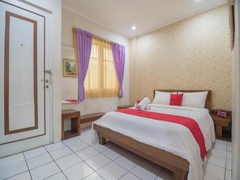RedDoorz near Setrasari Mall 2 Bandung - RedDoorz Superior Room Regular Plan