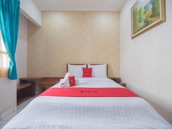 RedDoorz near Setrasari Mall 2 Bandung - RedDoorz Limited SALE Regular Plan