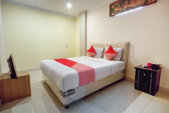 OYO 3023 Yellow Residence Medan - Deluxe Double Room Regular Plan