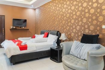 RedDoorz Syariah @ Cibadak Bogor Bogor - RedDoorz Deluxe Room Basic Deal 45%