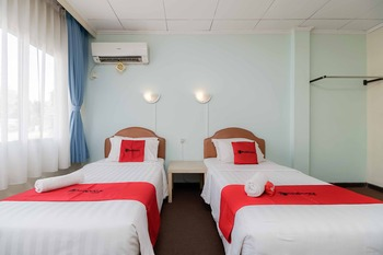 RedDoorz near Kebayoran Baru Blok S Jakarta - RedDoorz Twin Room Basic Deal