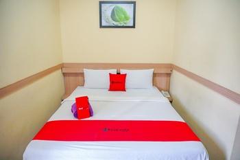 RedDoorz near Farmhouse 3 Bandung - RedDoorz Room (Non AC) 24 Hour Deal