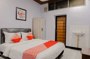 OYO 1036 Hotel Palem 1 Malang - Standard Double Room Regular Plan