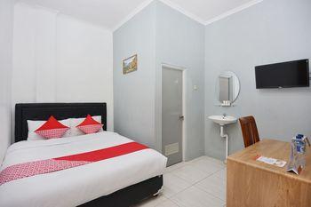 OYO 1303 Golden Inn 2 Near RS Bethesda Yogyakarta - Standard Double Room Regular Plan