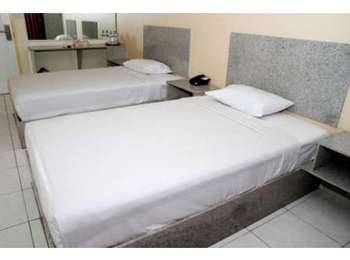 Griyo Avi Hotel Surabaya - Triple Room with free daily Mini Bar Opening Deal