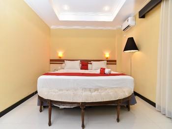 RedDoorz Plus near Mall Bali Galeria 2 Bali - RedDoorz Room Basic Deals Promotion