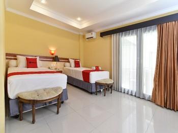 RedDoorz Plus near Mall Bali Galeria 2 Bali - Twin Room Basic Deals Promotion