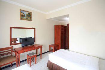 Hotel Pasah Asi Surabaya By ZIRI Surabaya - Superior Twin Room With Balcony Regular Plan