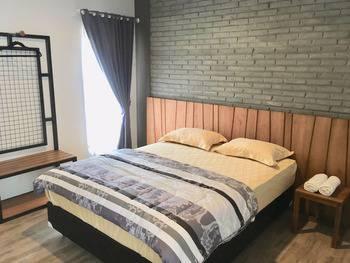 Pi Home Nayottama Yogyakarta Yogyakarta - Deluxe Double Room Only Regular Plan