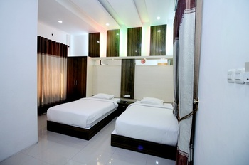 Cahaya Berlian Hotel Madura - Standard Room Regular Plan