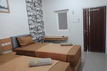 Karunia Syariah Guest House Banjarmasin - Twin Room Only Regular Plan