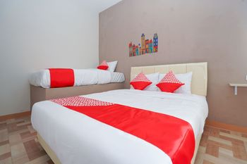 OYO 1043 Sofie Syariah Surabaya - Standard Family Room Regular Plan