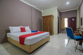 RedDoorz near Samarinda Square Samarinda - RedDoorz Room Basic Deal