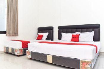 RedDoorz near Alun Alun Wonosobo Wonosobo - RedDoorz Family Room KETUPAT
