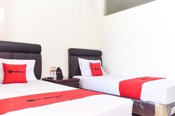 RedDoorz near Alun Alun Wonosobo Wonosobo - RedDoorz Twin Room KETUPAT