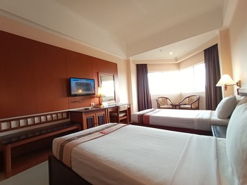 Hotel Asia Solo - Jr Deluxe (Room Only) Basic Deals