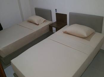 Legenda Beril Hostel Makassar - Superior Twin Room Regular Plan