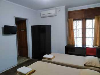 Embe Enem Homestay Yogyakarta - Standard Twin Room NR Min. Stay