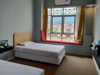 Hiltra Toraja Hotel Toraja Utara - Deluxe Twin Room Regular Plan