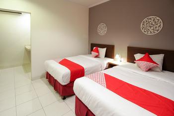 OYO 817 Mesari Beach Inn Bali - Standard Twin  Room Regular Plan