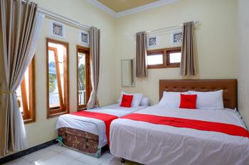 RedDoorz near Desa Wisata Tambi Dieng Wonosobo - RedDoorz Deluxe Room Best Deal