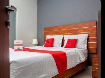 RedDoorz near Asia Afrika 3 - RedDoorz Family Room with Breakfast Regular Plan