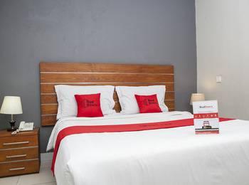 RedDoorz near Asia Afrika 3 - RedDoorz Room Basic Deal