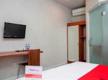 RedDoorz near Asia Afrika 3 - RedDoorz Family Room Last Minute Deal