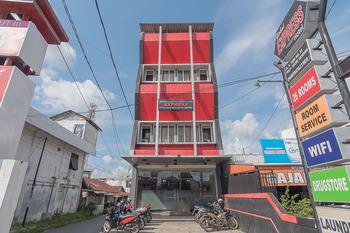 RedDoorz near Stadion Sanaman Mantikei