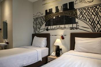 Shine BnB Cianjur - Pop Art Twin Room Regular Plan