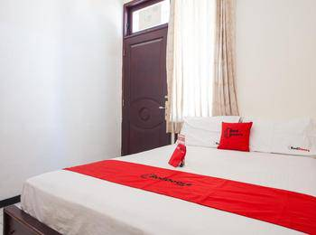 RedDoorz @ Raya Ngagel 2 Surabaya - RedDoorz Family Room Regular Plan