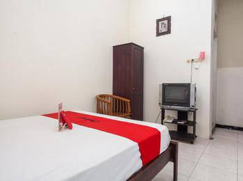 RedDoorz @ Raya Ngagel 2 Surabaya - RedDoorz Twin Room Regular Plan