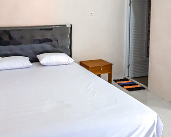 Sky In Homestay Syariah Madiun - Standard Room Basic Deal